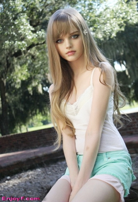 Beautiful_living_dolls_dakota_rose_3